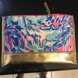 Lilly Pulitzer Bags - NWT Lilly Pulitzer Gypset pouch - super cute!